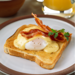 Toastie_with_Eggs_Benedict_and_Bacon
